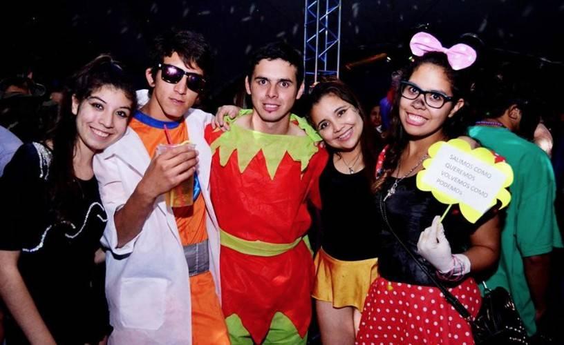 Otra vez la Fiesta de Disfraces  empezó en Paraná sigue en La Paz ... 3b54e2b58a7