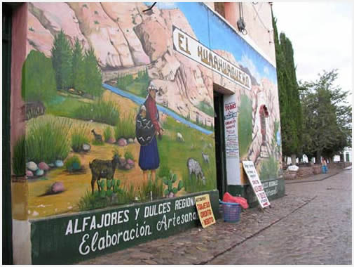 Una de las paredes típicas de la ciudad donde se refleja el espíritu de la puna.