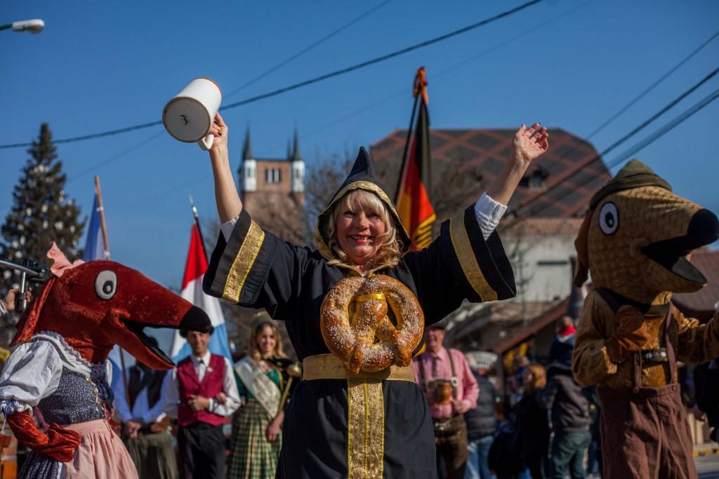 Danzas típicas en la Fiesta Nacional de la Cerveza