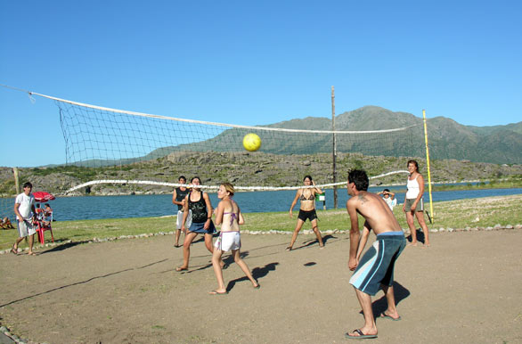 Volleyball at the reservoir - Author: Pablo Etchevers