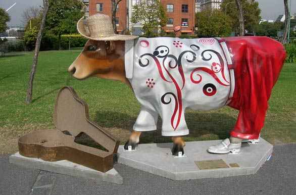 Cows in the city - Author: Jorge Gonz�lez
