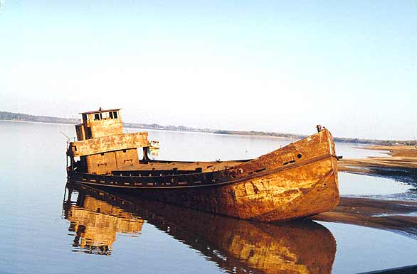 Aground on the shores of the Uruguay River - Author: Secretar�a de Turismo Municipalidad de Col�n