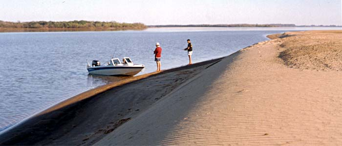 Alone on a sand bank - Author: Secretar�a de Turismo de la Naci�n