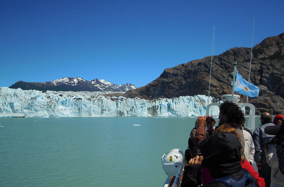 Navigation to the Viedma Glacier - Author: Jorge Gonz�lez
