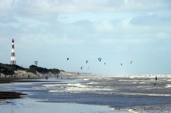 Volando por la playa fotos de monte hermoso archivo wa for Chimentos de hoy en argentina