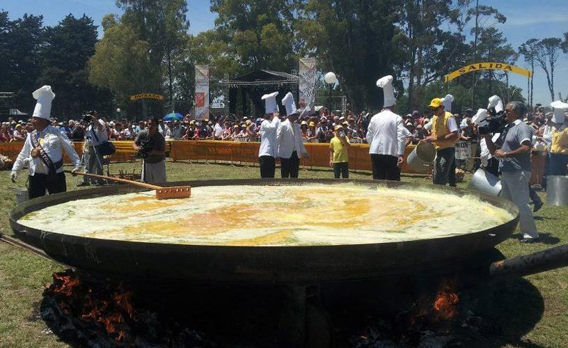 https://www.welcomeargentina.com/paseos/fiesta-omelette/fiesta-omelette-gigante-1.jpg