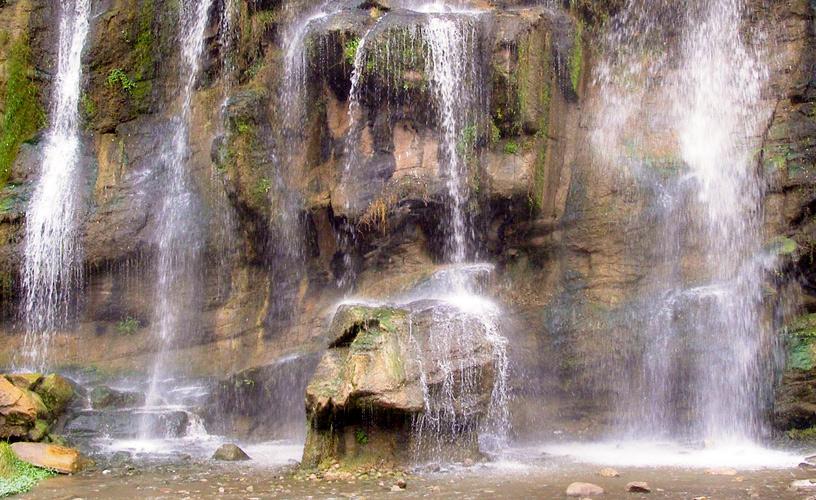 Complejo recreativo 7 cascadas la falda for Piletas naturales argentina