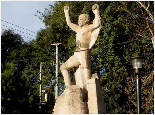 Visit to the Carlos Monz�n Monument