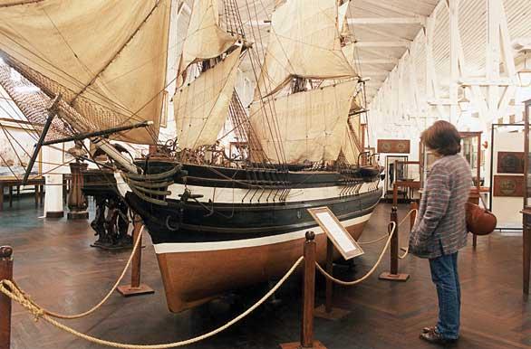 Visitando el Museo Naval - Autor: Santiago Gaudio