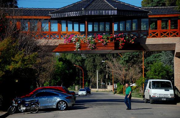 Portal del lago hotel fotos de villa carlos paz for Hotel villa del lago